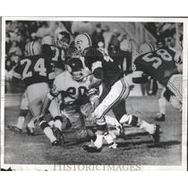 1963 Press Photo Green Bay's Hank Gremminger stiff arms Viking Tommy Mason.