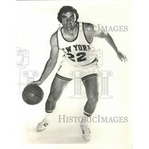 1973 Press Photo Switching Star Dave De Busschere, NBA star with NY Knicks