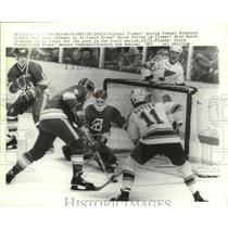 1978 Press Photo Flames goalie Daniel Bouchard stops shot from Brian Sutton