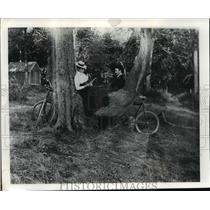 1898 Press Photo Madison Wisconsin. Mrs. H. and Edward Schildhauer. - mjx15764