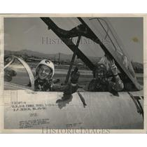 1953 Press Photo Lt Paul Savage and Howard Beaufait wave from US Air Force jet
