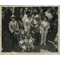 1953 Press Photo Family Dressed in Oriental Garb, Mardi Gras, New Orleans