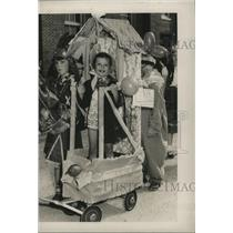 1951 Press Photo Carnival Lakeview School Parade with Rowena Kelly on float.