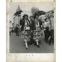 1957 Press Photo New Orleans Mardi Gras, Paternostros in costume in street