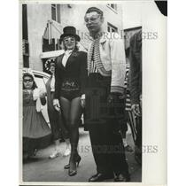 1957 Press Photo New Orleans Mardi Gras costumes in the French Quarter magicians