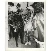 1957 Press Photo New Orleans Mardi Gras revelers in indian costumes - noca00951