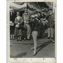 1957 Press Photo Masked Archer Represents Childhood Stage at Mardi Gras