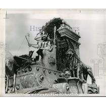 1958 Press Photo King Sargon of Krewe of Babylon on Float at Mardi Gras, LA