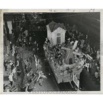 1959 Press Photo Aerial Shot of Babylon Float at Mardi Gras, New Orleans