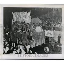 1957 Press Photo Lewis and Clark Theme Babylon Float at Mardi Gras, New Orleans