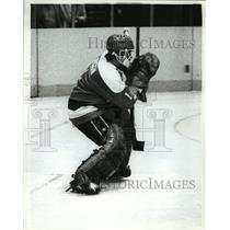 1982 Press Photo Pat Riggin of Capitals hockey team in NY vs Rangers - net26276