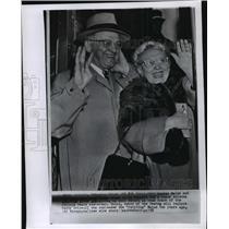 1958 Press Photo Chicago Bears head football coach George Halas & wife