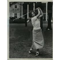 1922 Press Photo Mrs CR Harbaugh at a golf tournament - net27073