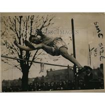 1920 Press Photo AAA track at Cambridge University BH Baker in high jump