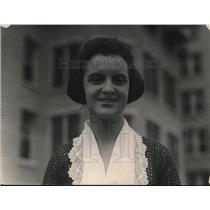 1920 Press Photo Esther McVann debutante at a golf course - net29887