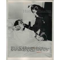1950 Press Photo Juanita Patino in Fredericksburg Hospital after Disappearance