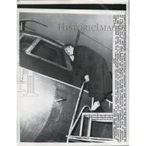 1958 Press Photo United Airlines Stewardess Glad To Be Away From Rat on Board