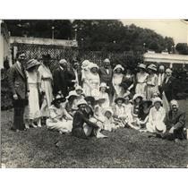 """1921 Press Photo """"Georgia Peaches"""" with President Harding at the White House"""