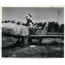 """1960 Press Photo Swabbing Down the Wing of Navy """"Fury"""" Jet to be Given to OMSI"""