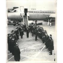 Press Photo Warren Malvick Pilots Airlines Bag Shoes - RRR60491
