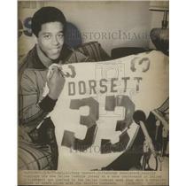 1977 Press Photo Tony Dorsett Shows Off His New Dallas Cowboys' Jersey