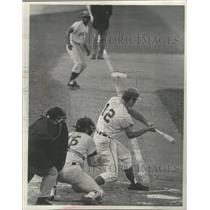 1970 Press Photo Danny Walton swinging as a Milwaukee Brewer - mjs04706