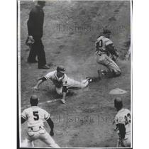 1957 Press Photo Frank Torre-Milwaukee Brewer-Long, and Wrong, Way to Home Plate