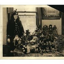 1922 Press Photo Evelione Taglione Piano Prodigy in Scotch Costume with Dolls