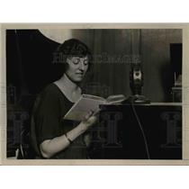 1922 Press Photo Jessie Koewing Female Radio Broadcast Announcer @ W.O.R. Newark