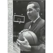1965 Press Photo Dick McGuire coach of the New York Knickerbockers