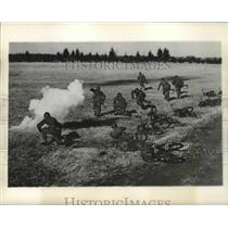 1949 Press Photo Soldiers Running for Cover - fux00152