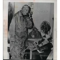 1961 Press Photo Mrs. Constance Wolf after completing a 40 hour balloon ride
