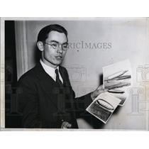 1935 Press Photo Congressman Otha D. w Pictures of Blimp U.S.S. Macon