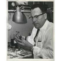 1960 Press Photo Ed Farrens, who has won government awards for his work.