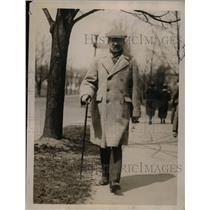 1922 Press Photo Dr Slavkosky Grouitch Walking in Washington Park - nef39178