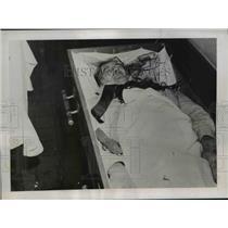 1937 Press Photo Elizabeth City Staged Burial of Modern Twist McEvilley