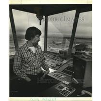 1981 Press Photo Keith Schmidt, Portland Air Traffic Controller - oro11838