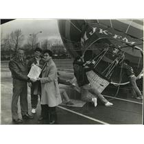 Press Photo Frank Ivancie was to ride hot-air balloon, but winds prevented it.