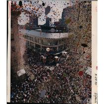 1990 Press Photo Thousands of balloons go up at opening- Pioneer Place, Portland