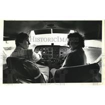 1981 Press Photo Gayl Caramella instructs Joan Jacobsen on basics of radio & con