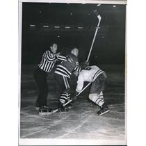 1959 Press Photo Canadiens Ralph Backstrom tussles w/ Blackawks Norman Johnson