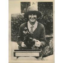 1924 Press Photo Mlle Simone de la Chaume Photographed with Championship Trophy