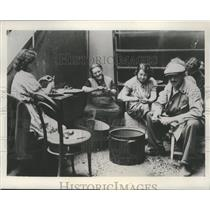 1938 Press Photo Refugees at the Bruenn, Czechoslovakia, Camp Peeling Potatoes