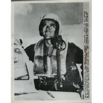 1950 Press Photo William T Samways as He Emerges From Cockpit of His F-80