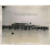 1938 Press Photo General View of Crowd Watching Hughes's Plane Being Serviced