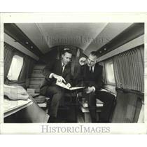 1965 Press Photo Arthur J. Sohmer and Vice President Agnew go over speech