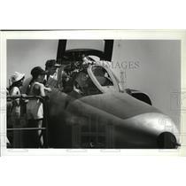 1989 Press Photo Pilot John Labuda displays RF-4C at Aerospace Day - spa42145