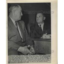 1958 Press Photo Yale Lary of Detroit Lions Star Back with J.Gordon Bristow