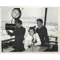 1946 Press Photo Operations Booth at Chicago's Douglas Airport - ney26177
