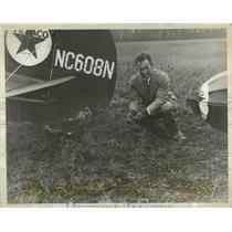 1930 Press Photo World Famous Pilot Captain M Hawks& Plane Eaglet - ney26191